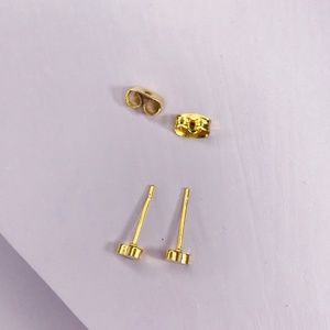 CLOSET REHAB Jewelry - 🆑 Gold Heart Studs